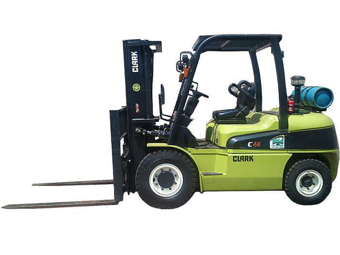 Empilhadeira CLARK C45L capacidade 4,5 Ton, torre tríplex 4500mm, deslocador lateral. Movida a gás.